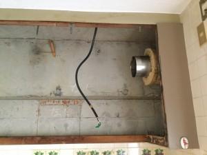 換気扇ダクト、電源